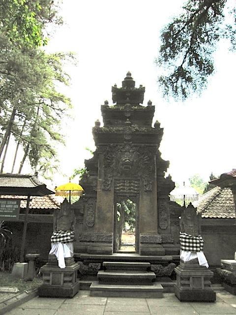 ティルタエンプル寺院_d0106242_1745379.jpg