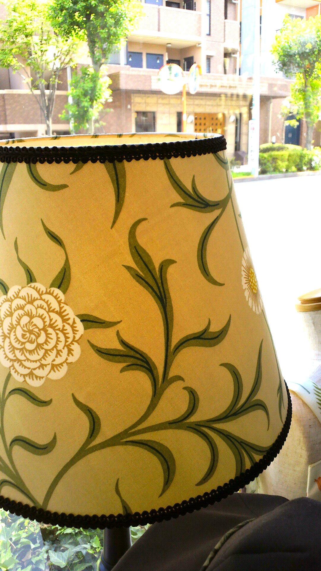 ウィリアムモリスのカーテン生地で、テーブルランプを作りました。_c0157866_12374815.jpg