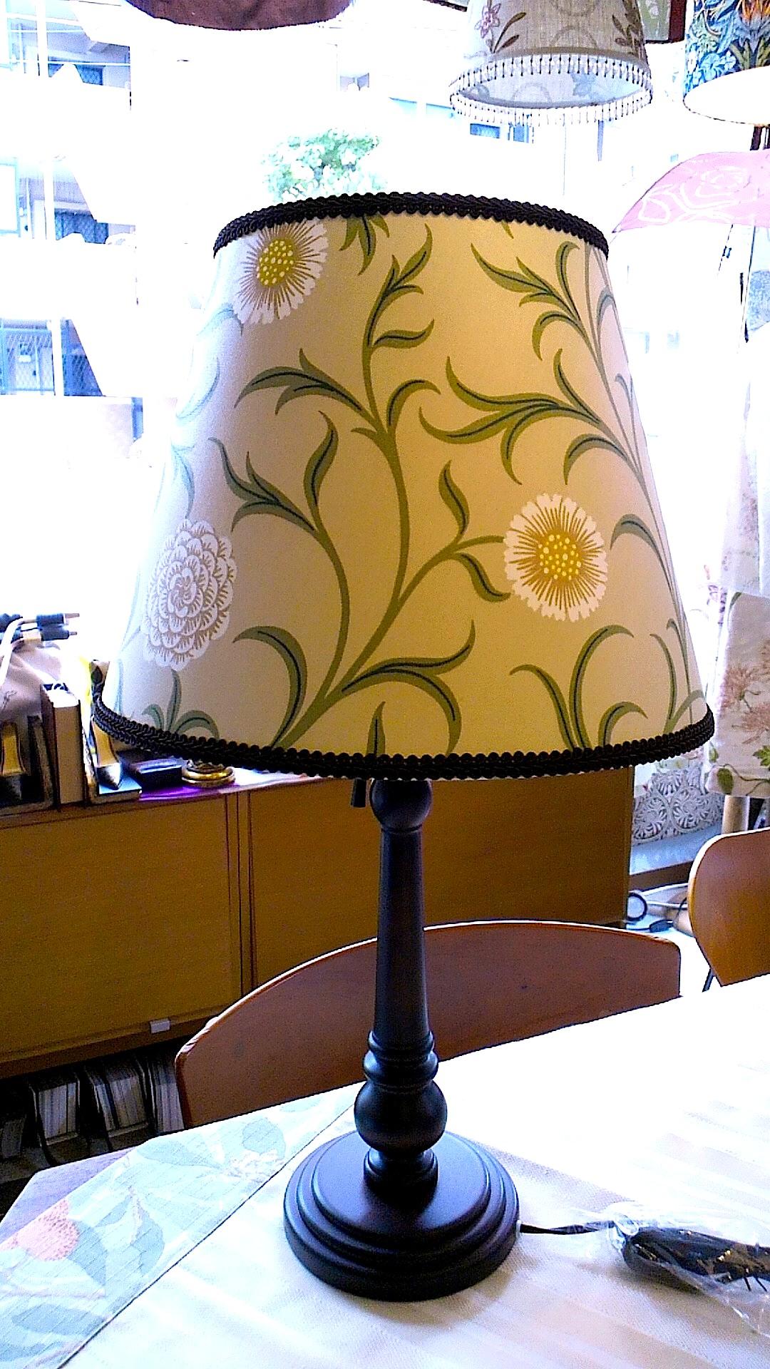 ウィリアムモリスのカーテン生地で、テーブルランプを作りました。_c0157866_12381080.jpg