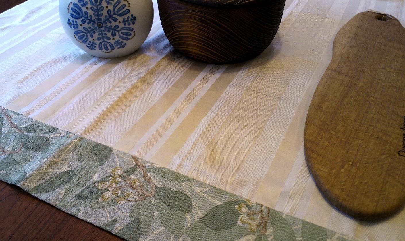 モリスの生地でテーブルクロスを作りました。_c0157866_1325874.jpg