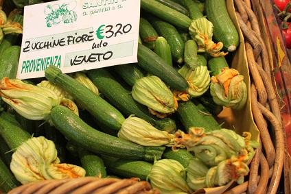 ベネチア 早朝の市場で☆_a0154793_11441616.jpg