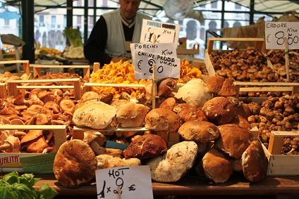 ベネチア 早朝の市場で☆_a0154793_1931164.jpg