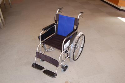 11/1車いすを贈呈していただきました。_a0154110_1091975.jpg