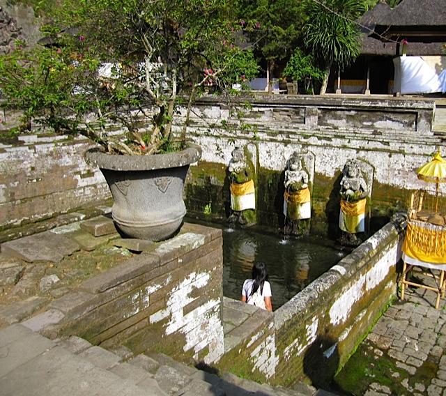 ウブドの古代寺院_d0106242_19453033.jpg