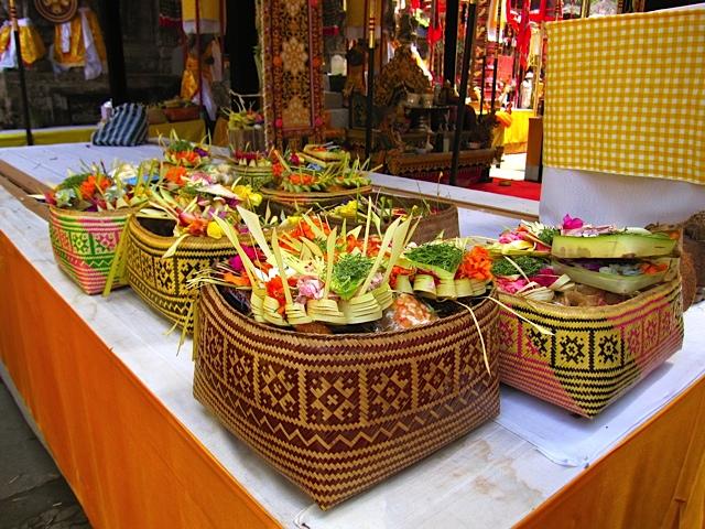バリ寺院のお祭り_d0106242_21195429.jpg