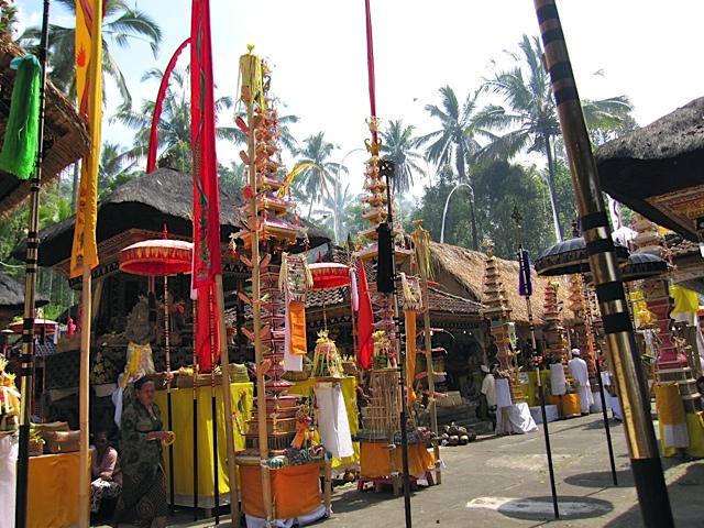 バリ寺院のお祭り_d0106242_21212670.jpg