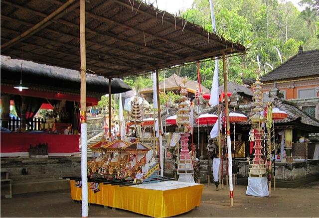 バリ寺院のお祭り_d0106242_21214675.jpg