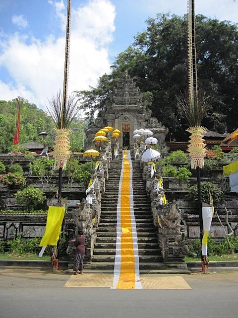バリ寺院のお祭り_d0106242_2122182.jpg