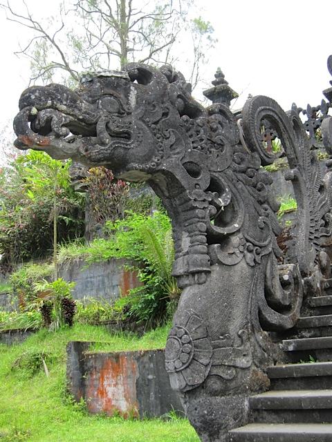 ブサキ寺院参拝_d0106242_2185869.jpg