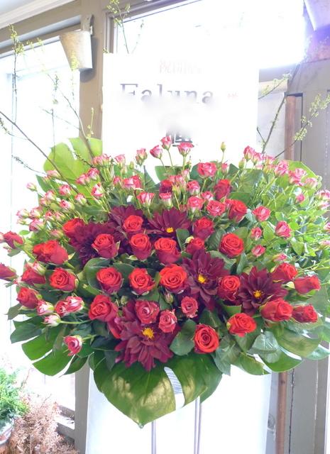 赤いスタンド花。シンプルなスタンド花好きです。_b0171193_2031084.jpg