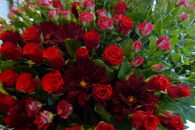 赤いスタンド花。シンプルなスタンド花好きです。_b0171193_2034864.jpg