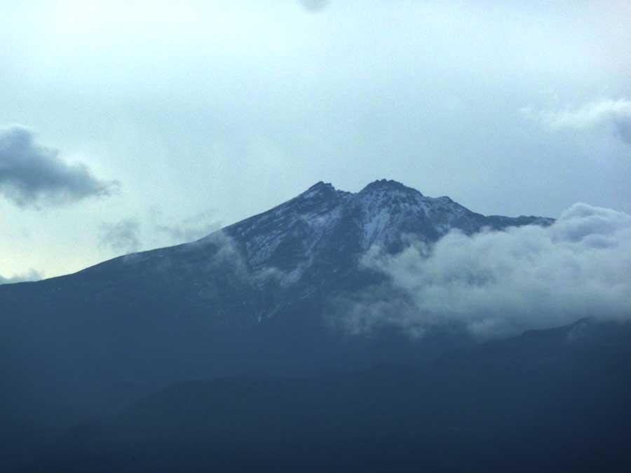 鳥海山の雪_f0150893_1272055.jpg