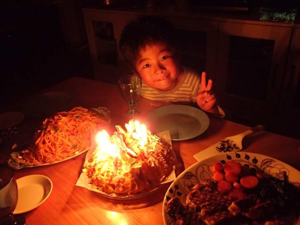 レンジ醤油糀の牛煮弁当と息子誕生日ケーキ_b0171098_8344297.jpg