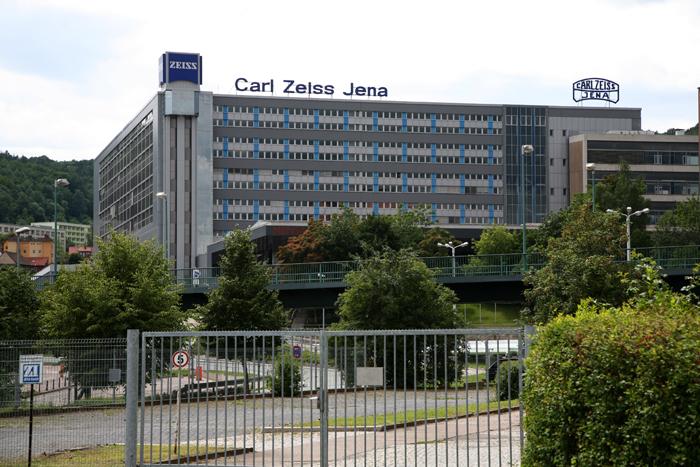 【NEX-7】真打ち登場 Carl Zeiss Sonnar 24mm 1.8 & Jena Sonnar 135 3.5_c0035245_0534558.jpg