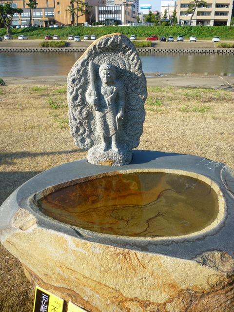 ストーンフェア2012③ ~仏像と石碑~_e0118846_542045.jpg