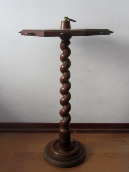 木製六角小テーブル   半額      _f0112550_1591068.jpg