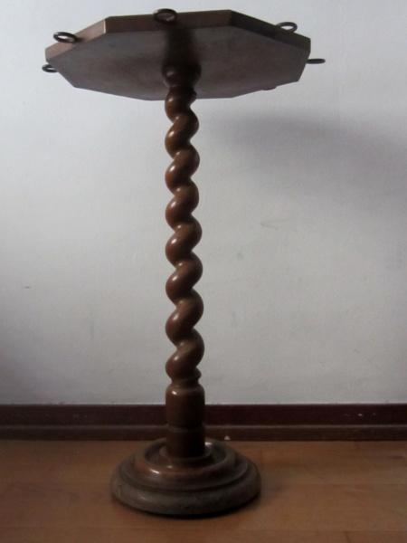 木製六角小テーブル   半額      _f0112550_1592110.jpg