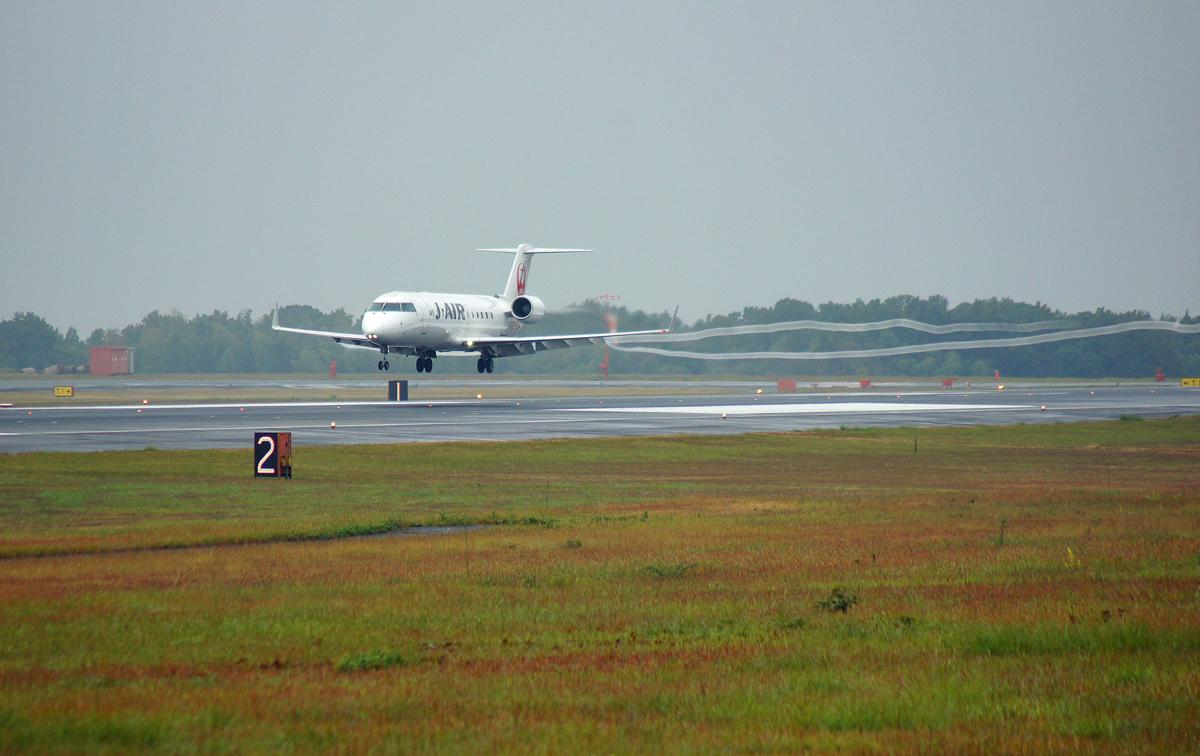 ボンバルディア CRJ200。_b0044115_1255321.jpg