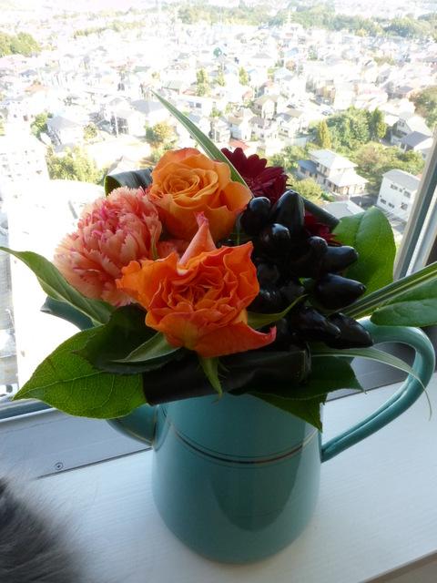 花束とネコ_e0237625_223238100.jpg