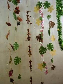 落ち葉や松ぼっくりでガーランド作り。_e0188087_2254146.jpg