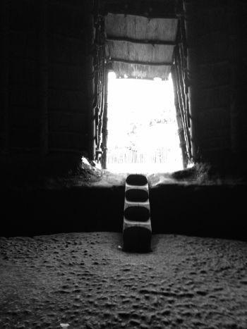 復元竪穴住居に入り座ってみた_a0163788_19501842.jpg