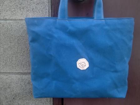青くて丈夫な帆布で作ったトートバッグ_c0160822_16405182.jpg