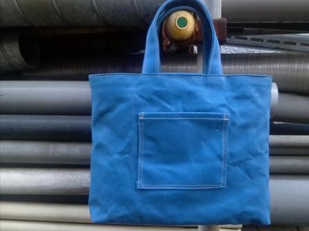青くて丈夫な帆布で作ったトートバッグ_c0160822_16421923.jpg