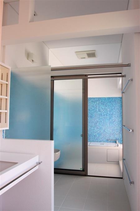 「鶴ヶ島の家」テラスのあるお風呂_f0230666_1365632.jpg