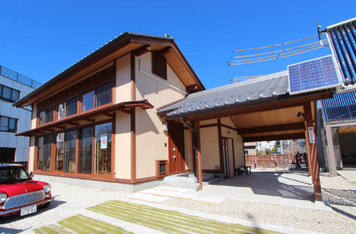 恵那行き10:金子さん日射熱利用実験住宅_e0054299_142895.jpg