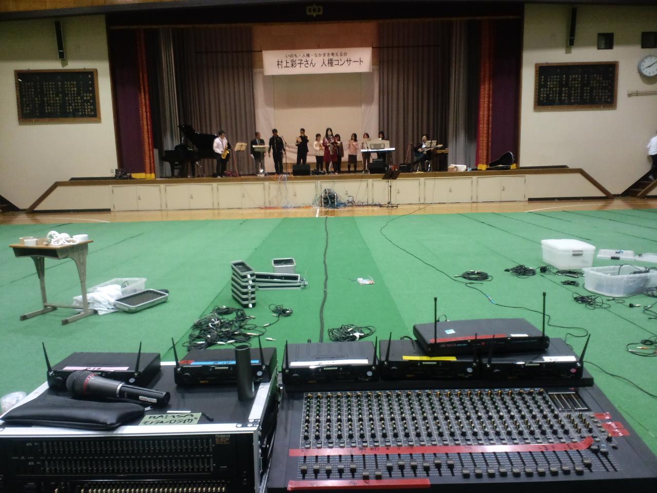 学校の体育館の音響設備でのコンサートなんて、私はどうしても許せません_d0136506_22582317.jpg