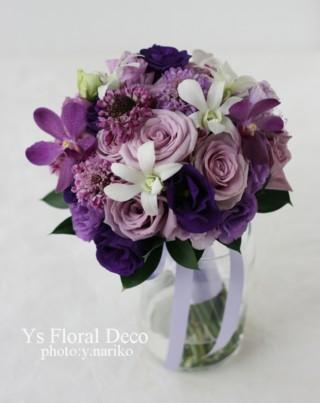 紫色のクラッチブーケ 小柄な新婦さんへ_b0113510_19361223.jpg