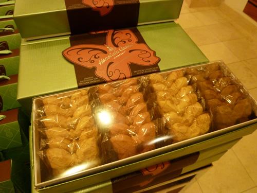 NeimanMarcus(ニーマン・マーカス)限定のPremium Butterfly Shortbread Cookies@ハワイでごはん2012秋_c0152767_21433863.jpg