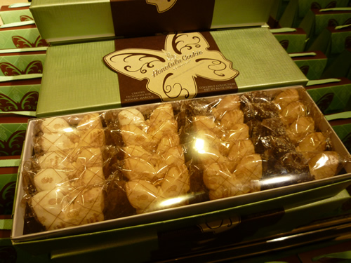 NeimanMarcus(ニーマン・マーカス)限定のPremium Butterfly Shortbread Cookies@ハワイでごはん2012秋_c0152767_2144377.jpg