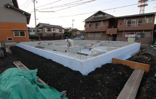 恵那行き11:金子さんの施工中の実験住宅_e0054299_14572931.jpg