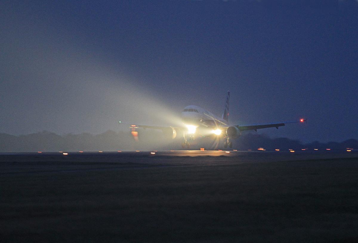 ANA(エアバス A320)_b0044115_8235583.jpg