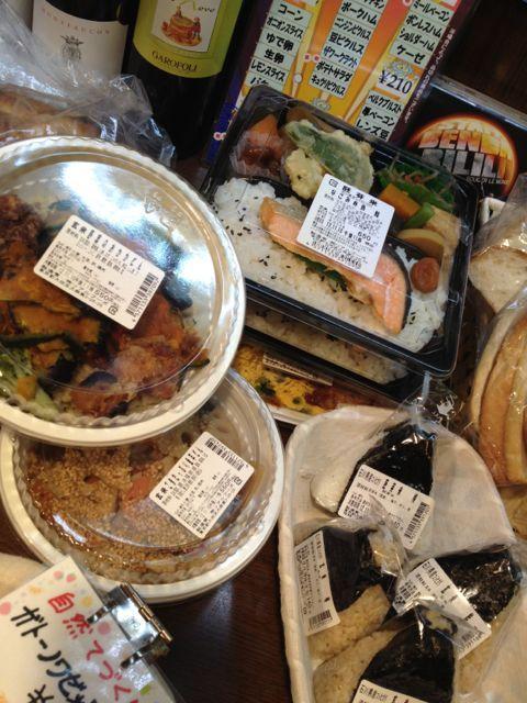ヘルシーお弁当、玄米おにぎりたくさん♪店内でもお召し上がりいただけます!_c0069047_11201472.jpg