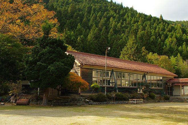 Images of 徳島県小学校の廃校一...