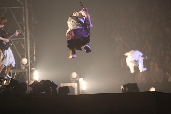 UVERworldが初のアリーナツアーを代々木第一体育館よりスタート!_e0197970_1505296.jpg