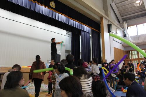 子供たちの風船好き?!―風船太郎が登場?!_e0123104_6504217.jpg