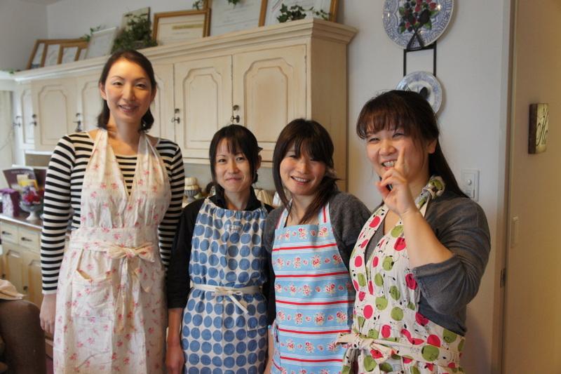 土曜日のお菓子教室 と パン_d0210450_8331181.jpg