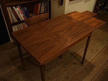 dining table with extenthion_c0139773_1843855.jpg