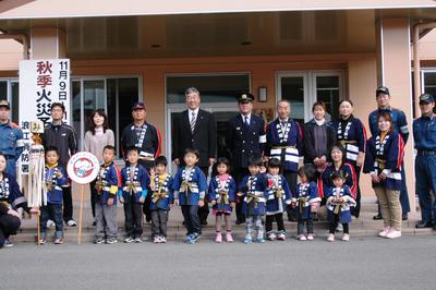 幼年消防防火パレード_d0003224_1547136.jpg