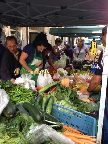 ナポリで食材を買う&魚介ソースのパッケリ_b0107003_21463838.jpg