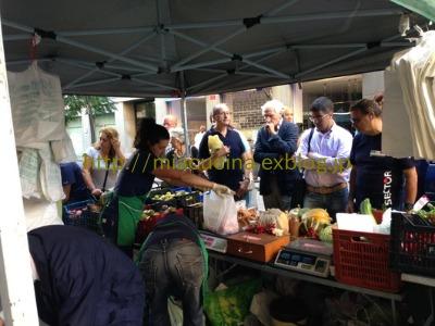 ナポリで食材を買う&魚介ソースのパッケリ_b0107003_2146472.jpg