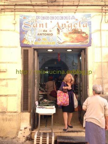 ナポリで食材を買う&魚介ソースのパッケリ_b0107003_21472045.jpg