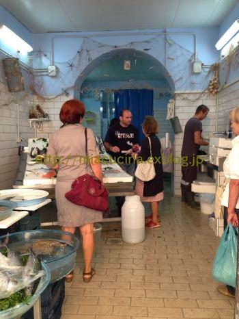 ナポリで食材を買う&魚介ソースのパッケリ_b0107003_21473670.jpg