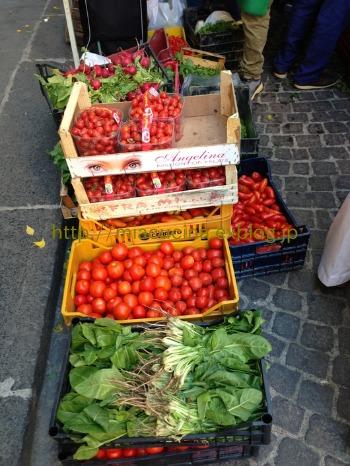 ナポリで食材を買う&魚介ソースのパッケリ_b0107003_21484687.jpg