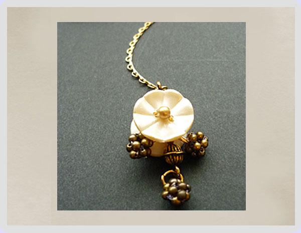 花ボタンとパールのネックレス_e0278869_1434916.jpg