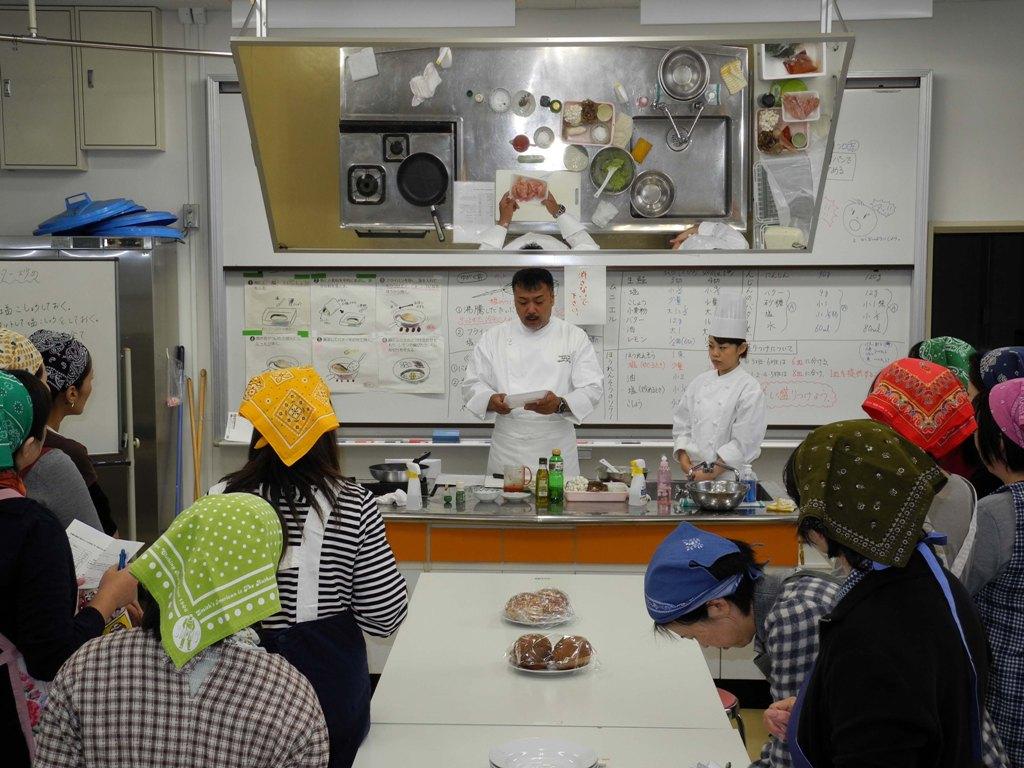 料理教室を行いました。_a0158527_193436100.jpg