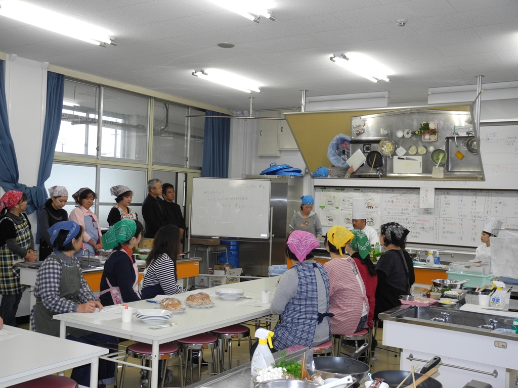 料理教室を行いました。_a0158527_19362617.jpg
